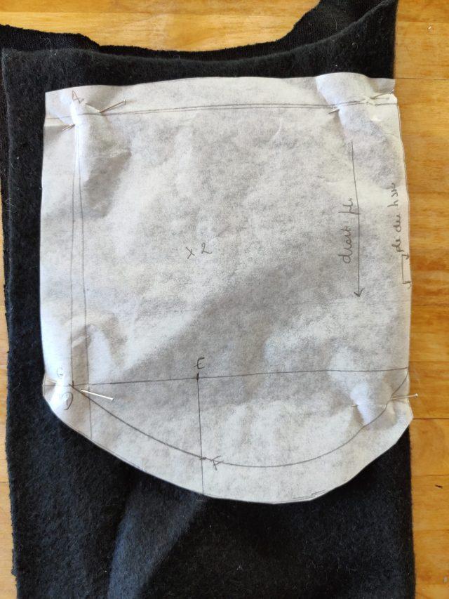 Couper le tissu pour le masque de nuit