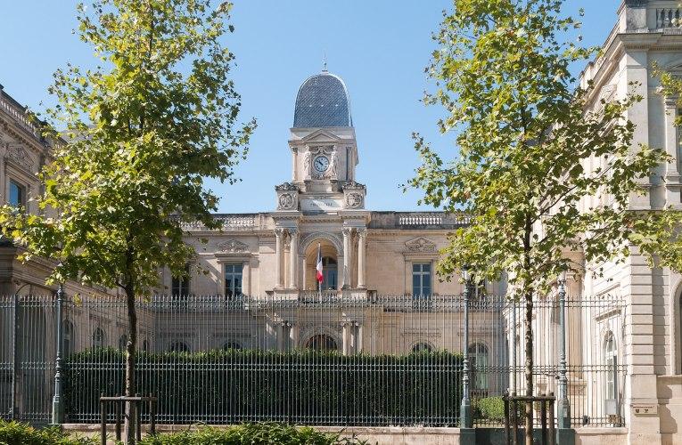 Le préfet du Gard restreint les horaires d'ouverture des épiceries de nuit et de ventes de boissons à emporter