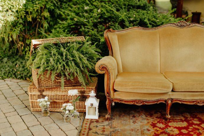 La Casa Gialla divano giallo