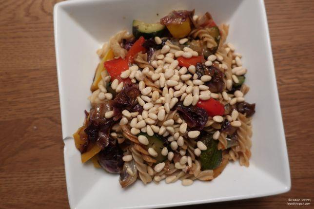 Pasta met gegrilde groenten en pijnboompitten (Le petit requin)