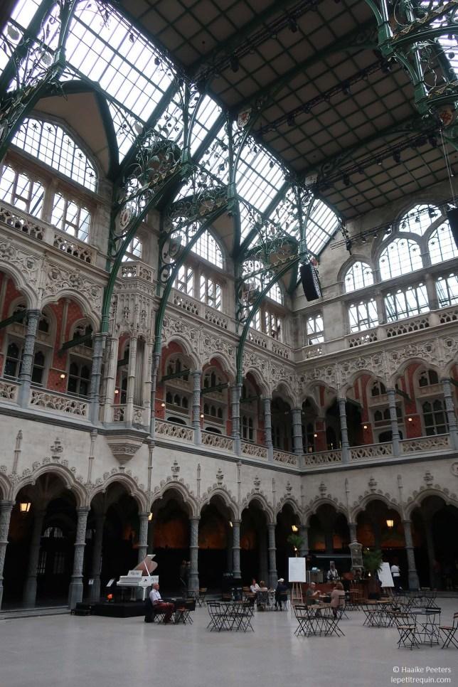 Handelsbeurs Antwerpen (Le petit requin)