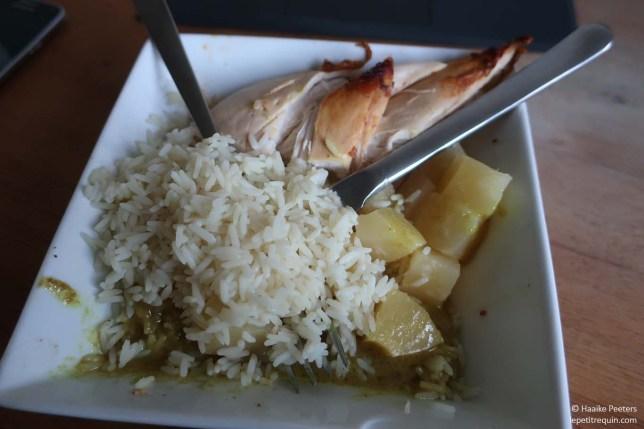 Kip curry met rijst en ananas (Le petit requin)