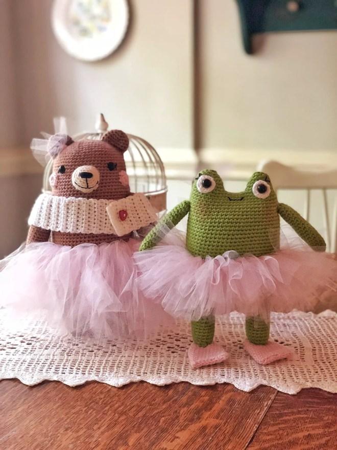 Amigurumi bear and frog with tutu