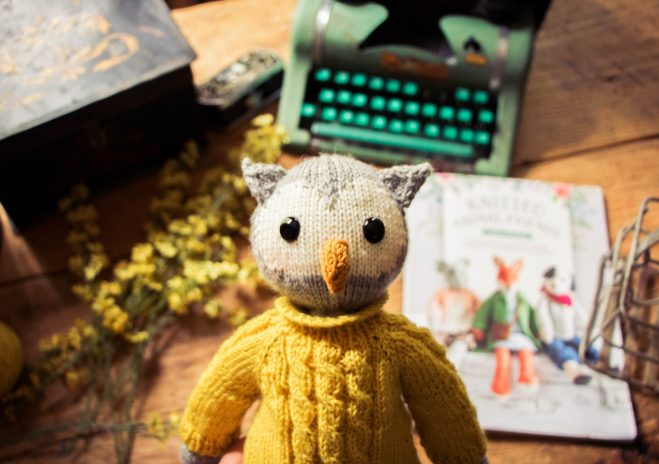 Knitted owl with the ultimate knitting toys resource.
