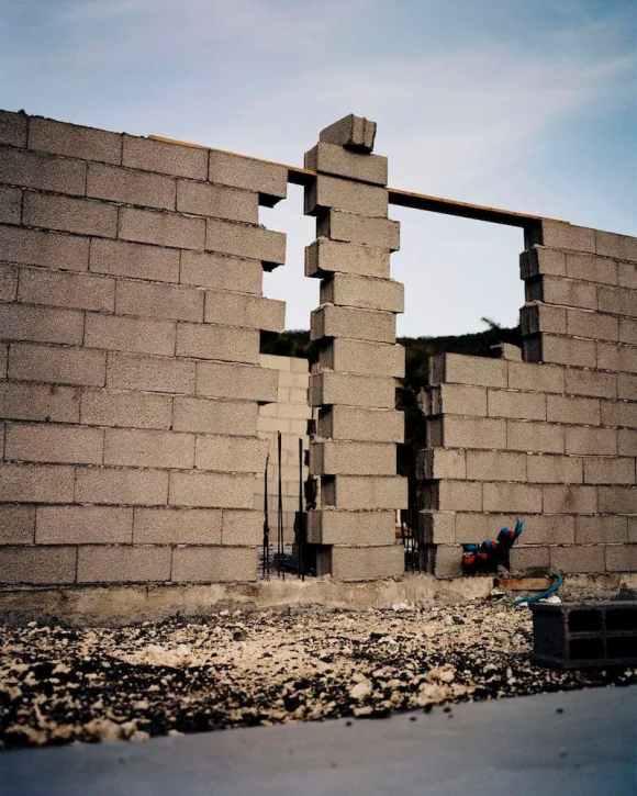 Mur en Guadeloupe photographié par Gregory Halpern