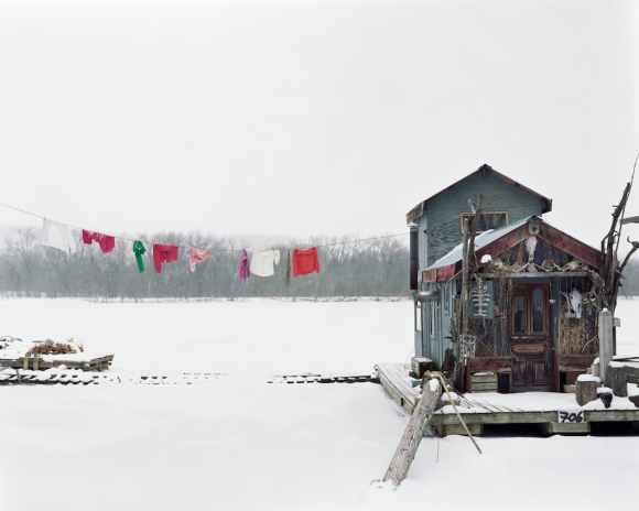© Alec Soth - Peter's houseboat - Winona, Minnesota