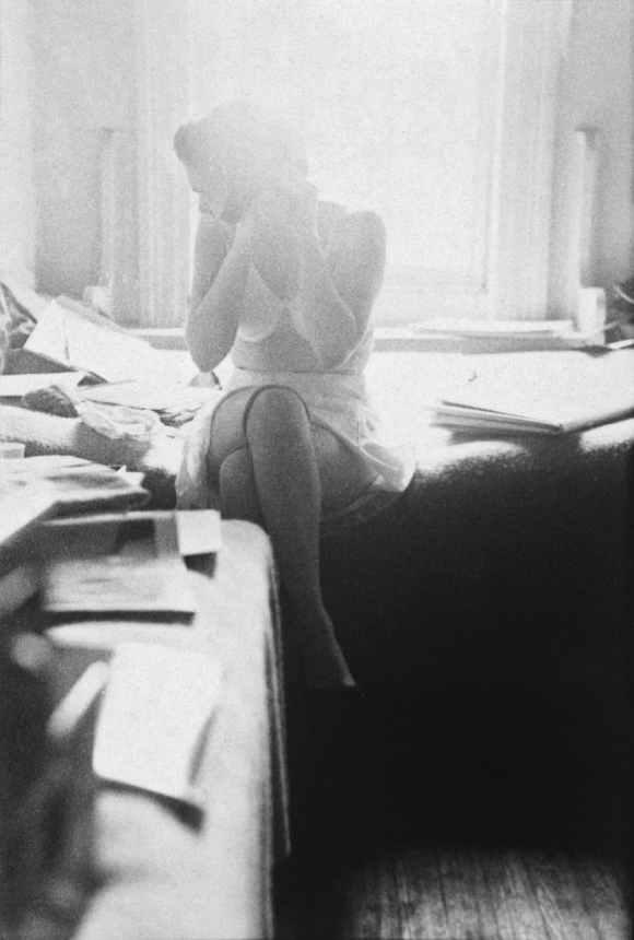 Saul Leiter - In  My Room - Femme qui s'habille