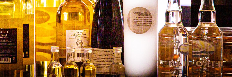 Vins et Spiritueux | Epicerie Marseille | Epicerie Maison Gourmande -28 vins et spiritueux - SLIDER vinotheque 2 - VINS ET SPIRITUEUX