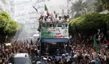 """Algérie : les Fennecs accueillis en héros à Alger, et le Président Bouteflika demande à """"Coach Vahid"""" de """"rester"""""""