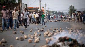 barricade-erigee-par-des-opposants-au-president-burundais-pierre-nkurunziza-le-26-juin-2015-a-nyakabiga-un-district-de-bujumbura_5391869