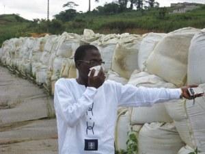 Des déchets toxiques stockés quelque part dans le district d'Abidjan, qui, dit-on, ont été enlevés .Ph.Dr