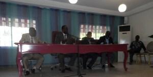 Le maire, Akossi Bendjo face à ses administrés