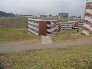 Une vue de l'enceinte de l'UFHB du côté des résidences