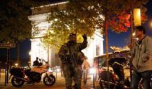 A la Une: attaque sur les Champs-Elysées, Daech frappe la présidentielle
