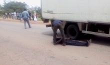 Atteint de dépression mentale : un jeune homme manque de se faire tuer par un véhicule #Accident