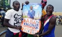 Elections au Kenya: l'opposant Raila Odinga annoncera sa stratégie mardi et appelle ses partisans à ne pas aller travailler lundi