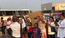 [Acquittement de Gbagbo et de Blé Goudé] Les victimes d'Abobo enflamment des pneus dans les rues et saccagent tout