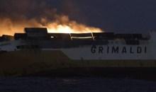 [Ouest des côtes françaises] Un navire de commerce italien coule avec 2000 véhicules et 365 conteneurs