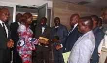 [Côte d'Ivoire] Les syndicats des enseignants du primaire rejettent l'offre de la reprise des cours du gouvernement  (La chronique de Fernand Dédeh)