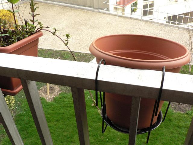 recuperation-eau-pluie-balcon-pot-fleurs