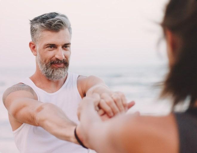 couple qui fait du yoga