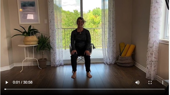 image de Marie Eve Godin en enregistrement de video de yoga