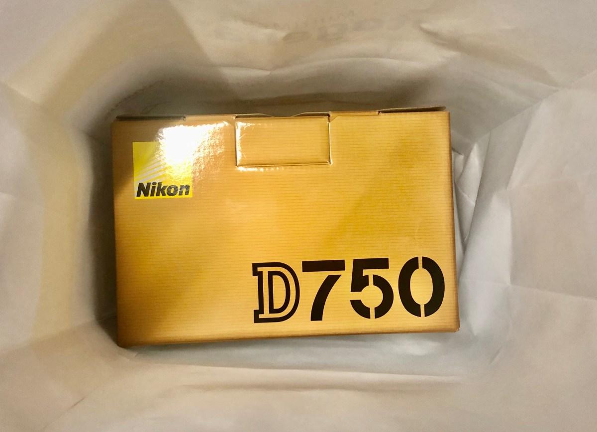 Frisch vom Händler, meine neuen Nikon D750. (Foto: Andreas Lerg)