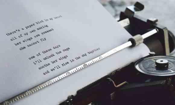 white paper with black text Analysierendes Schreiben (Aufgabentyp 4a) kann man zum Teil gut lernen.