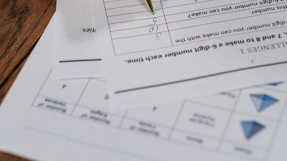 handwritten office pen writing ZP 10 Mathe Punkte gibt es für viele Sachen.