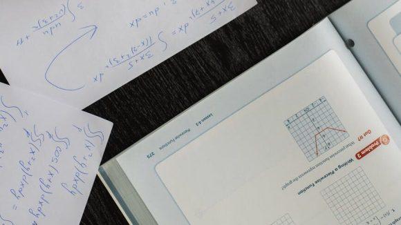 Die Zentrale Klausur am Ende der Einführungsphase student writing in papers with homework task