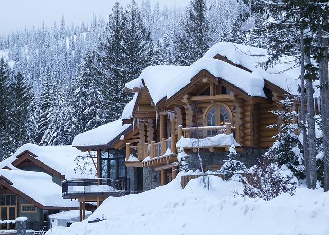 Canada maison de bois sous la neige