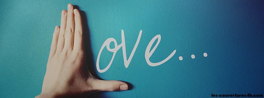 Main formant le L de love - photo de couverture journal facebook