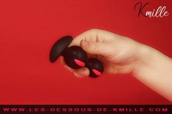 Kmille teste le plug anal B Balls Duo, de Fun Factory.