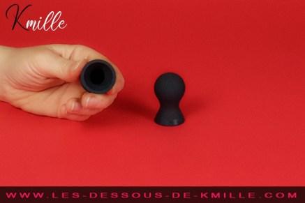 Kmille teste les pompes à tétons Nothing But Sensation, de Fifty Shades.