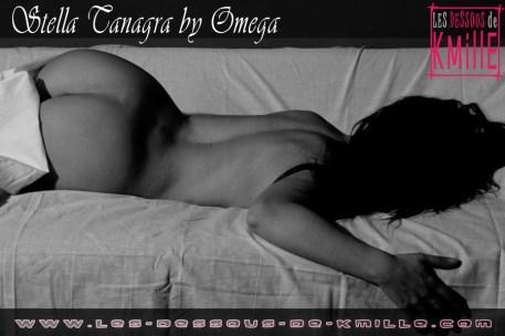 Kmille - L'auteure sexy Stella Tanagra s'exhibe en noir et blanc