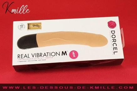 Test d'un vibromasseur semi-réaliste à piles, de la marque Dorcel.