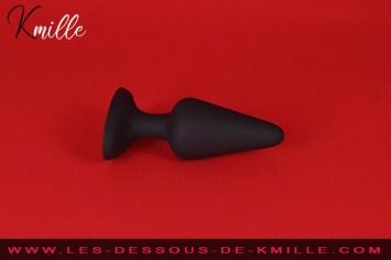 Test d'un jouet dédié à l'initiation au plaisir anal, de la marque Dorcel.