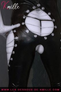 Présentation d'une picèe de lingerie dédiée à vos jeux BDSM.