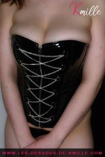 Le corset avec chaîne de Provocative