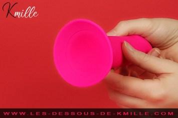 Kmille teste le gode thermo-réactif à ventouse Magic Touch Pinky, de Passage du Désir.