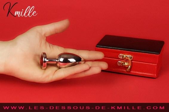 Test d'un bijou intime dédié aux plaisirs anaux, et magnifiant le séant.
