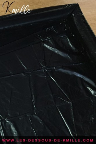 Kmille teste le lit de massage Nuru Ultimate Body Slide, de la marque Ouch!.