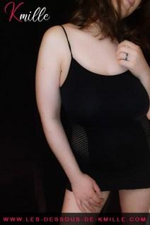 Présentation d'une robe moulante avec empiècement résille, de Livco Corsetti.