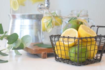 Eau du robinet avec citrons