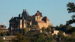 Le chateau de Biron à 10km des gites de France de la Goujatte