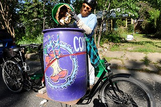 The-East-Side-Compost-Pedallers_Ray-Mitrano-et-son-velo_Photo-John-Anderson_les-jardiniers-a-velo-fr