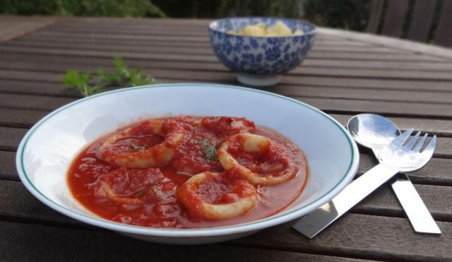 calamars à la tomate et pommes rissolées