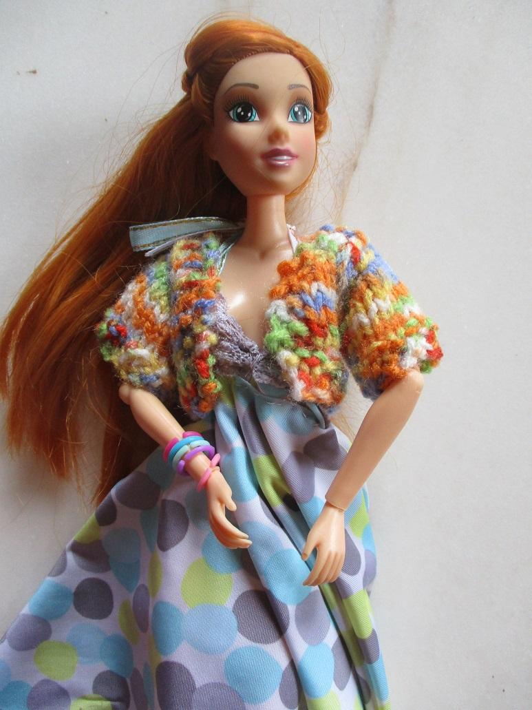 gilet court au tricot pour lili Barbie