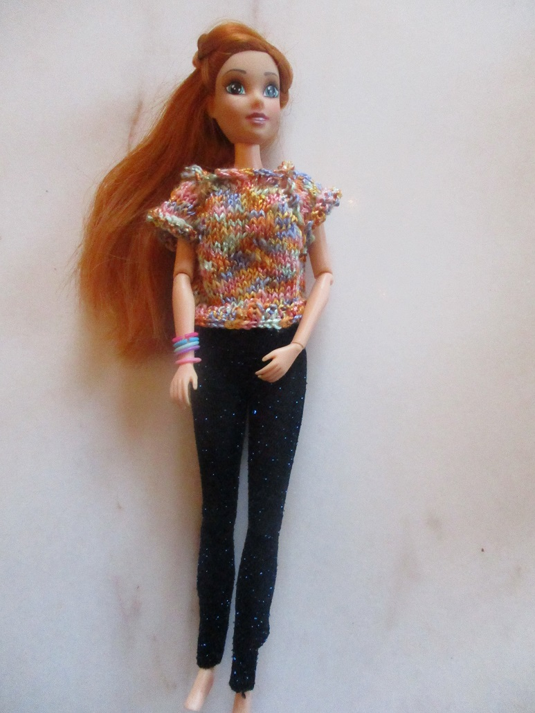 un pull top down pour Lili Barbie