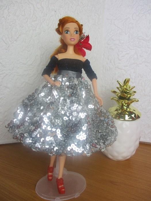 un ensemble strass et paillettes pour lili Barbie